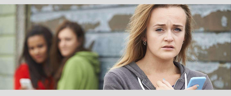 Onderzoek toont aan dat ouders zich machteloos voelen bij cyberpesten