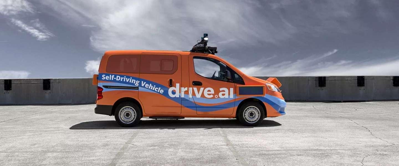 Deze zelfrijdende auto's 'praten' met schermen aan de buitenkant