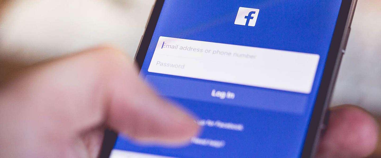 Facebook ontkent het beïnvloeden van nieuwsfeed