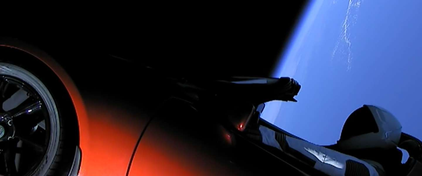 Video: de SpaceX Falcon Heavy lancering en de Tesla in de ruimte
