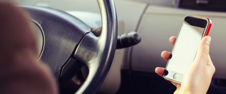 Politie krijgt slimme camera's die je zien appen achter het stuur