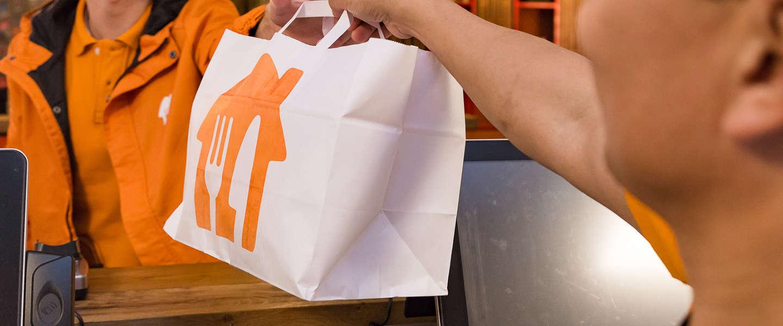 Honger in het vliegtuig? Bestel je eten bij Thuisbezorgd.nl