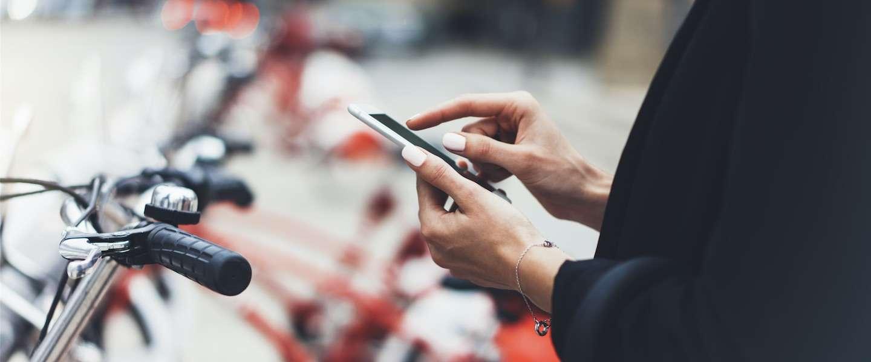 Gazelle maakt fiets met SafeDrivePod die smartphones blokkeert