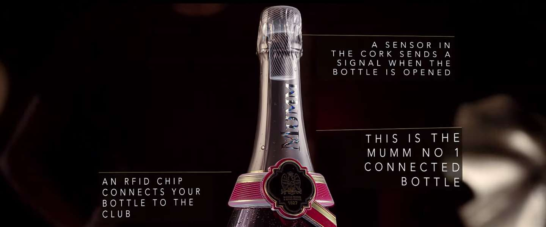 Digitaal intelligente champagnefles