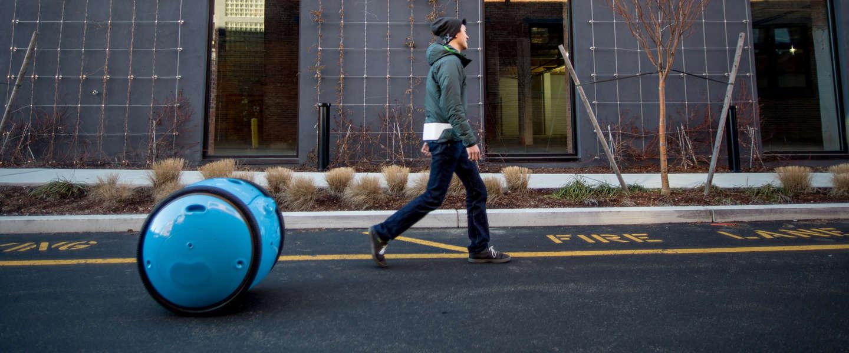 De Piaggio Gita robot volgt en draagt alles voor je