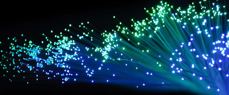 Opzienbarend nieuw internetsnelheidsrecord: 319 terabits per sec
