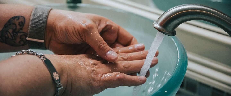 Jet-handdrogers verspreiden niet meer bacteriën