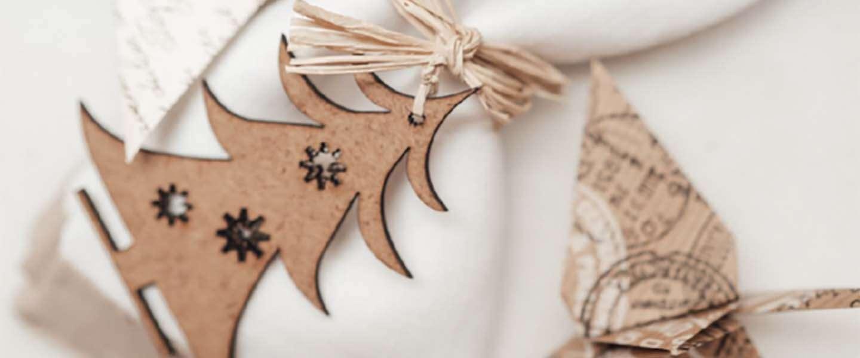 Hoe kun je houten kerstbomen op een stijlvolle manier decoreren?