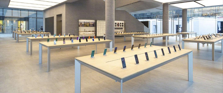 Lange rijen voor Huawei's eerste internationale flagship store in Shenzhen, China
