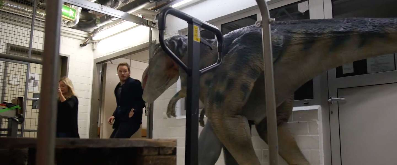 Spider Dog-pranksters verrassen Chris Pratt met dinosauriërs