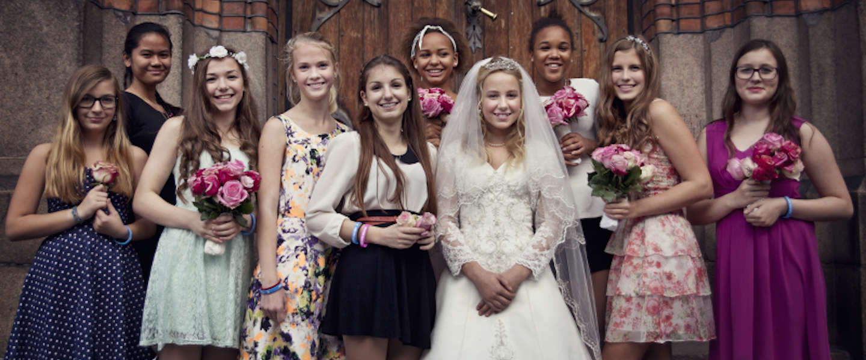 Provocerende campagne van Plan Noorwegen, 12-jarig meisje trouwt (toch niet) met 37-jarige 'vriend'.