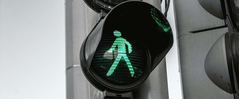 Mythe ontrafeld: heeft het nut om op het knopje te drukken bij een stoplicht?
