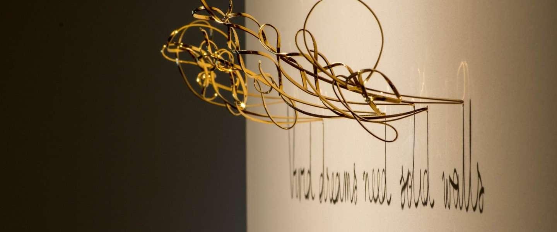 Gaaf: deze sculpturen van draad schrijven met hun schaduw