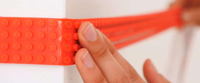 Geniaal: LEGO plaktape laat je op elke plek bouwen met blokjes