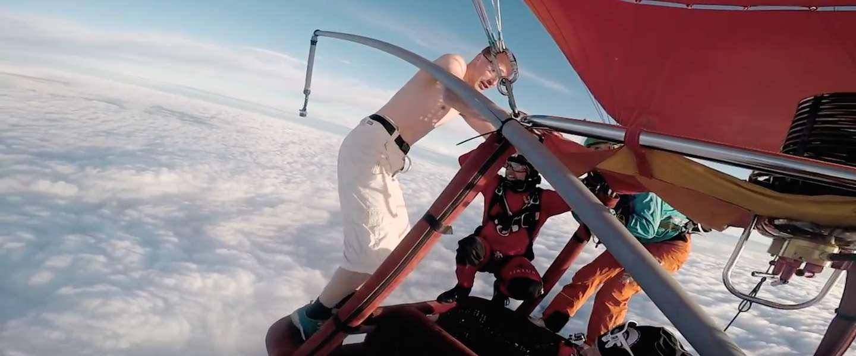 Must see: deze man springt uit een luchtballon zonder parachute