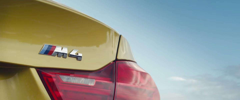 BMW M4 stunt op het meest ultieme circuit