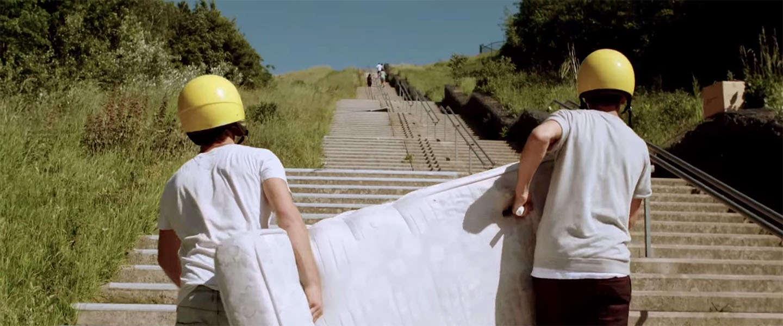 Matrasglijden van de langste trap van Nederland
