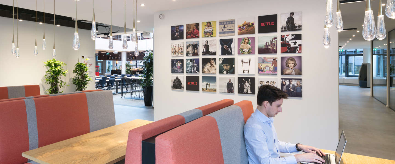 Netflix breidt Europees kantoor in Amsterdam flink uit