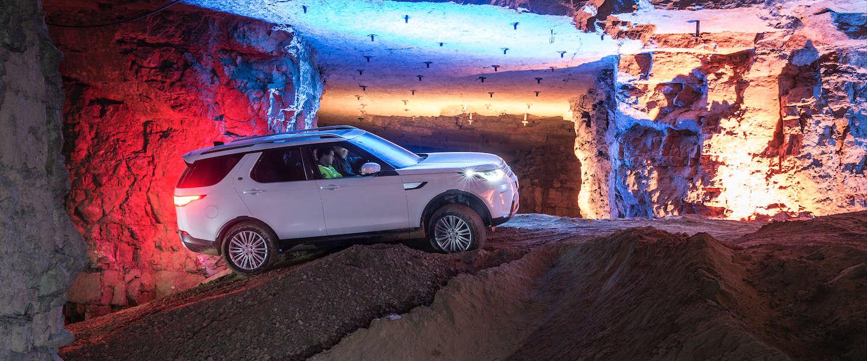 Rijden met de nieuwe Land Rover Discovery in een nog werkende mijn