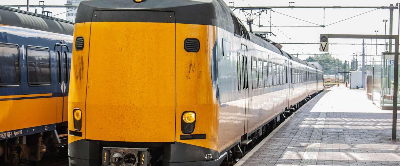 NS laat advertenties zien op schermen in de trein