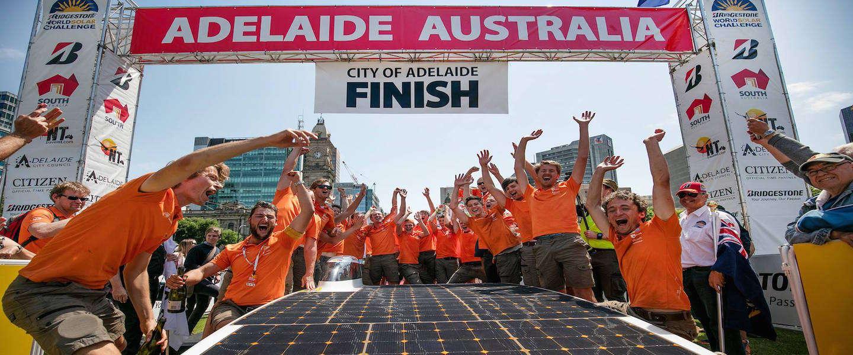 Studenten TU Delft winnen World Solar Challenge