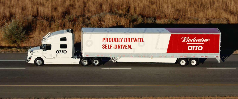 Zelfrijdende vrachtwagen van Uber levert eerste bestelling