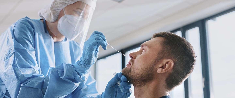 Waarom je een PCR-test nodig hebt om naar het buitenland te gaan