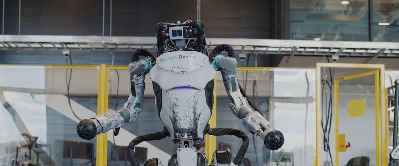Atlas-robot kan salto's maken en parcours rennen