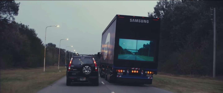 Door een vrachtwagen kijken of je kunt inhalen
