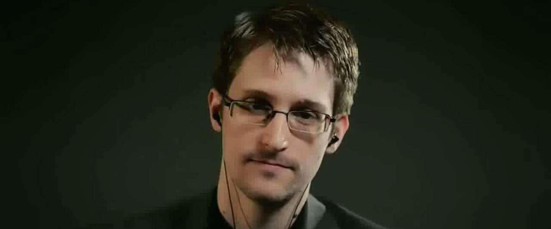 Snowden: 'Dropbox, Google en Facebook onveilig'