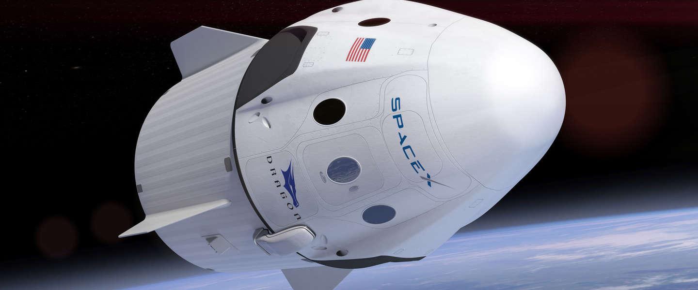 SpaceX vliegt eind 2018 twee toeristen rond de maan