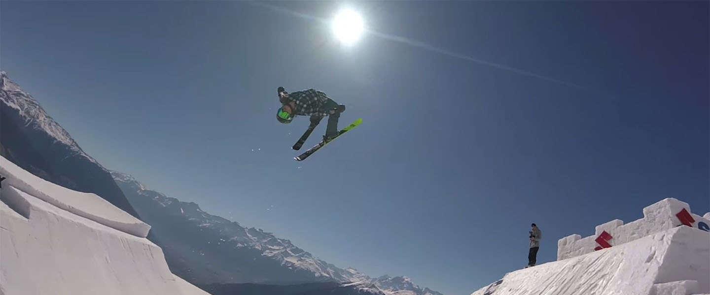 FPV Racing drone filmt elite freestyle skiers & snowboarders