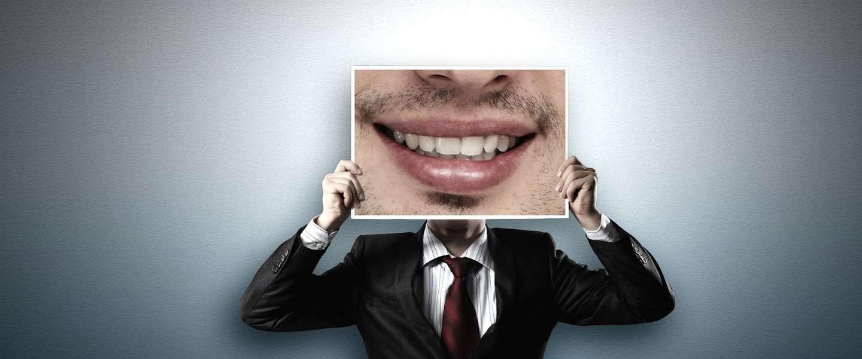 Mannen stop met trainen! Vrouwen willen liever man met witte tanden, dan man met wasbordje!