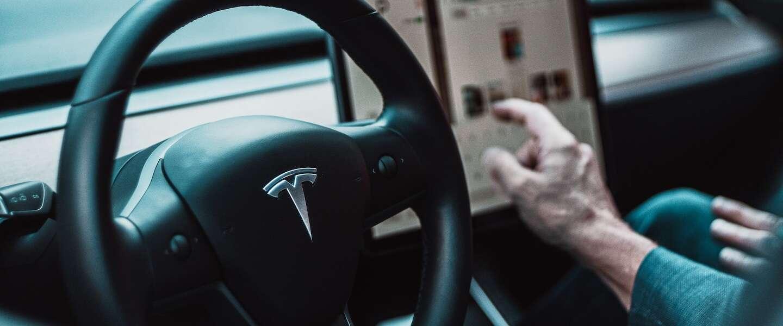 Tesla rijdt ook zelf als je niet achter het stuur zit