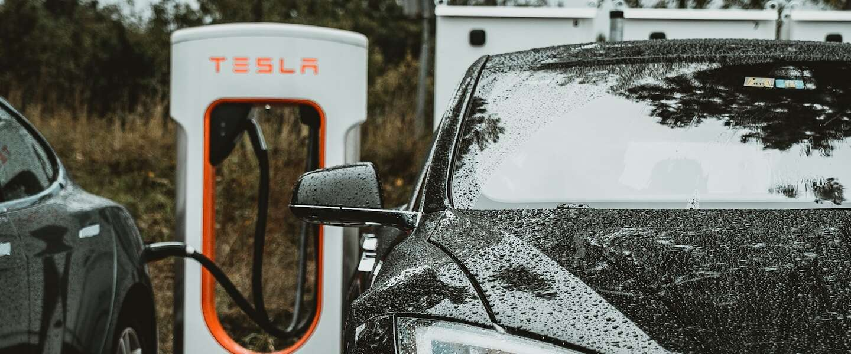 Je Kona, ID3, Zoe, Leaf of andere EV opladen bij een Tesla Supercharger? Dat kan straks!