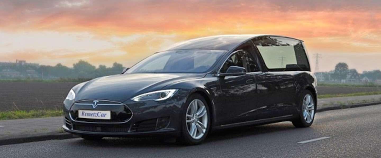 Er is nu ook een Tesla lijkwagen