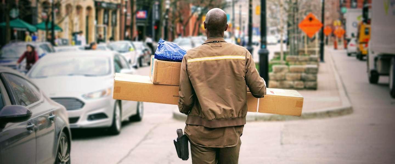 Pakketbezorgers veroorzaken veel overlast in het verkeer