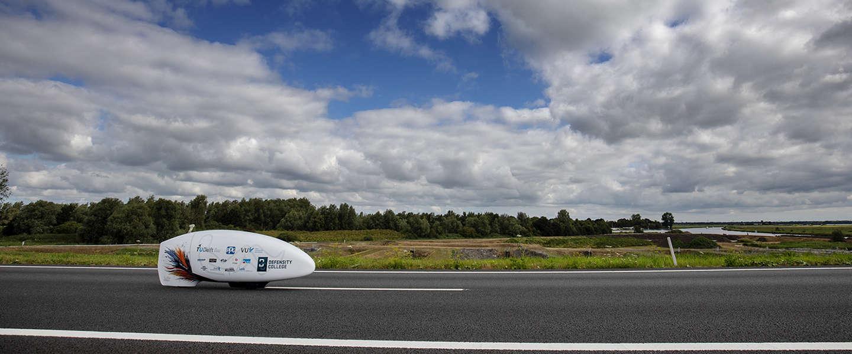 Studenten testen de VeloX 8 op F-16 landingsbaan in Woensdrecht