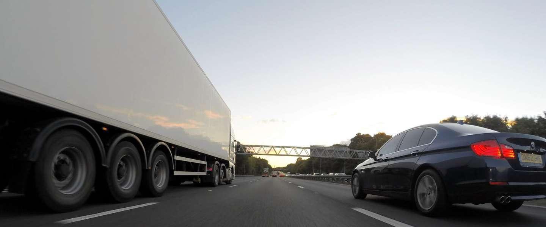 Grote bedrijven gaan voor  vrachtwagens zonder bestuurder