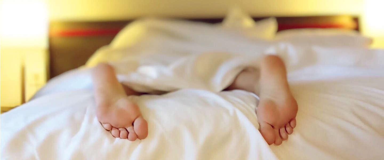 Waarom het niet helpt om bij te slapen in het weekend