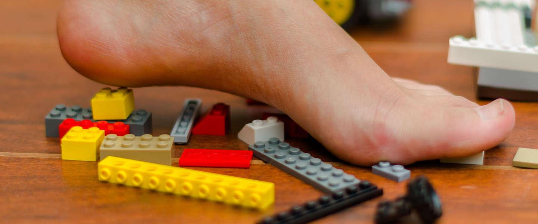Waarom doet het zo veel pijn als je op LEGO-blokjes gaat staan?
