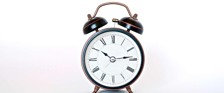 Vannacht wordt de klok verzet: 4 tips om snel te wennen aan de zomertijd