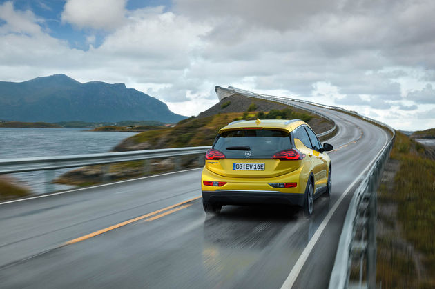 02-Opel-Ampera-E-303295