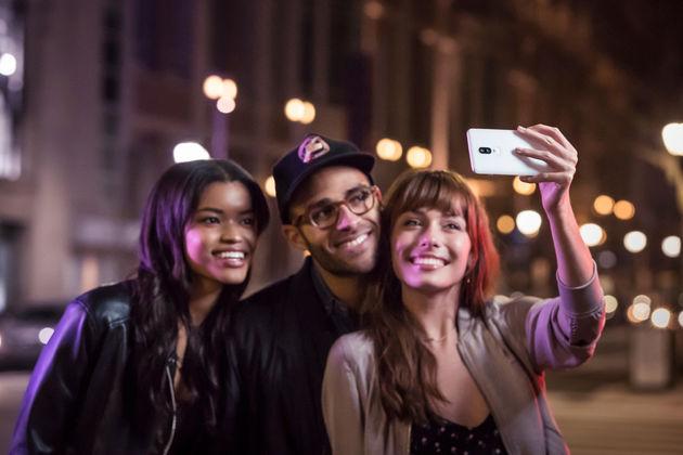 16-SilkWhite-Selfie