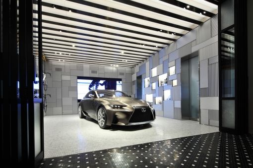 2013_08_21-001-INTERSECT_BY_LEXUS_1F_garage_from_entrance