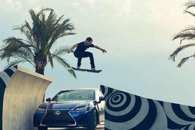 20150804-01-Lexus-laat-zien-dat-het-Lexus-Hoverboard-daadwerkelijk-rijdbaar-is