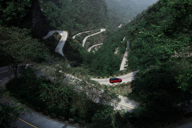 22-Range-Rover-Dragon-Challenge