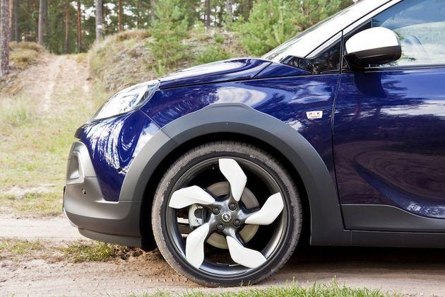 Opel_Adam_Rocks_Riga_zijkant