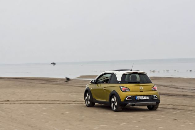 Opel_Adam_Rocks_Riga_beach