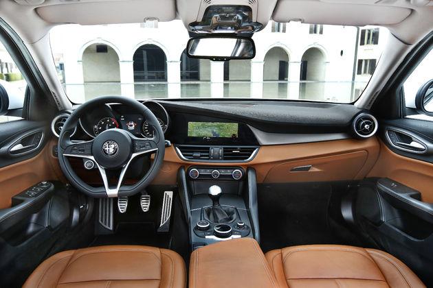 Alfa-Romeo_Giulia_28